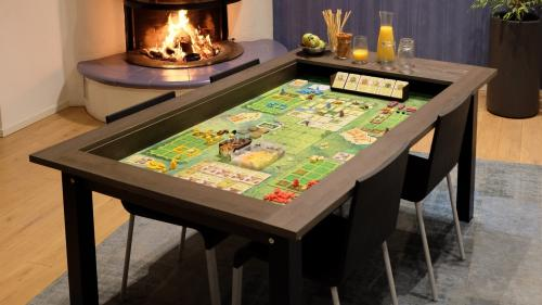 HÜNE Spieltische - Boardgame tables for every day